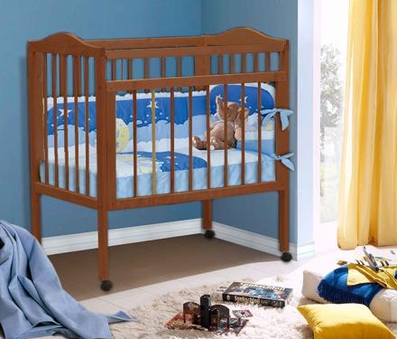 Кровать детская из массива с матрацем